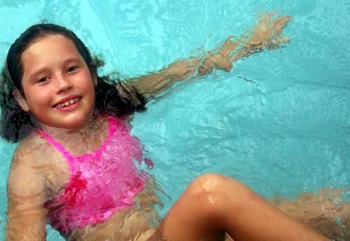 Rochelle_mermaid_in_trishs_pool_family_r