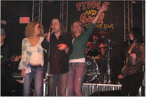 Dee_dee_dawn_signin_with_the_band_1