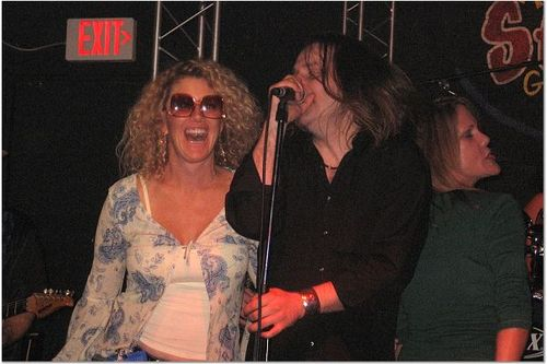 Dee_dee_dawn_signin_with_the_band_2