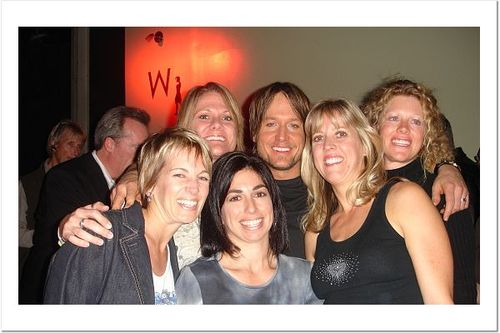 Keith_urban_and_dee_dee_the_girlz_3